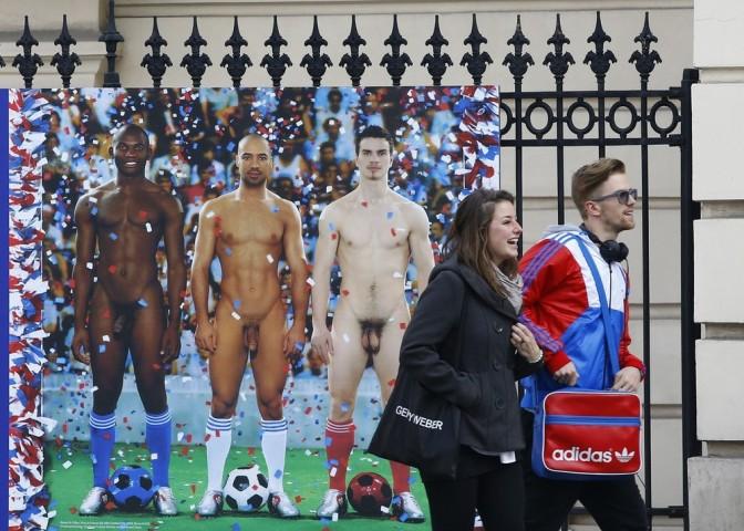 Exposição Nackte Manner (Homem Nú), causa polemica nas ruas de Viena