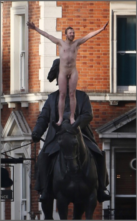 Naked Man Climbs Statue In Whitehall In Police Standoff