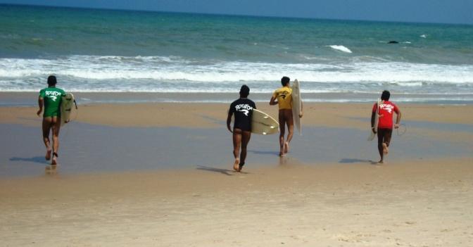 Torneio de surfe nu na Paraíba busca unir o esporte à filosofia do naturismo