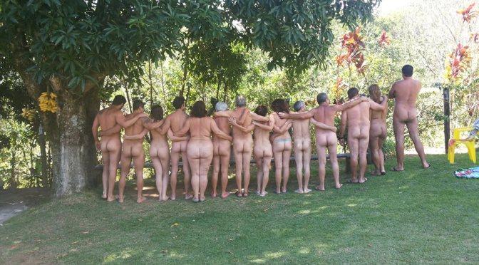 Grupo busca interessados em ficar pelado em público
