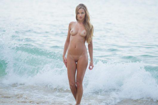 nude-girl-beach-11