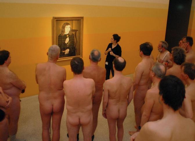 Museu de Münster na Alemanha realiza visita guiada para naturistas