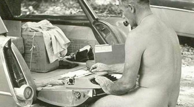 Confira cinco grandes escritores que costumavam escrever nus