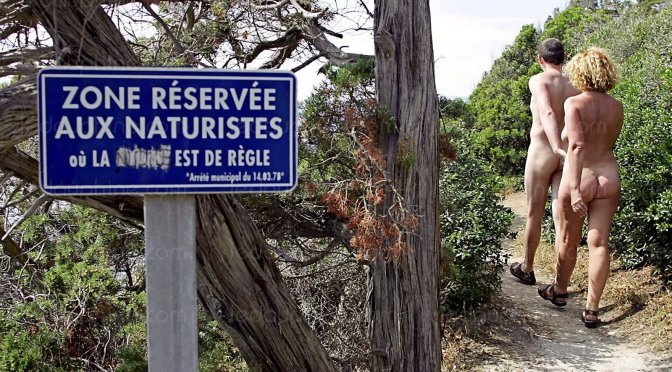 Com 3,5 milhões de turistas praticantes do naturismo todos os anos a França é o destino numero um do mundo