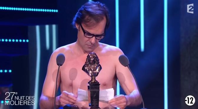 Totalmente nu: o ator Sébastien Thiery e pegou o prestigioso Prêmio Molière