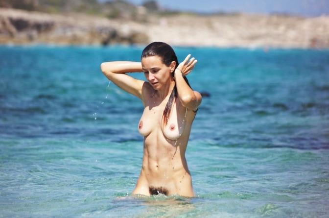 Praias naturistas vedadas a não naturistas?