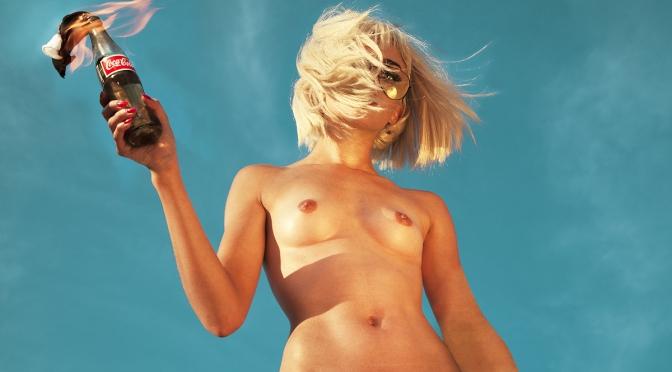Série de fotos mostra 100 mulheres nuas para mostrar o poder da nudez