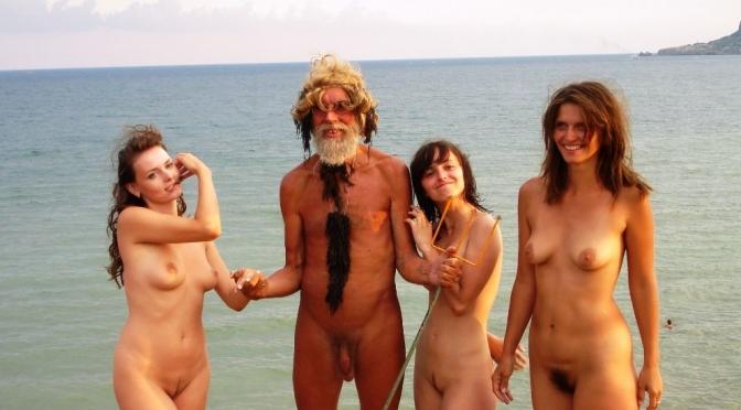 Festival Naturista de Neptuno na Crimeia dramatiza cenas da mitologia Grega