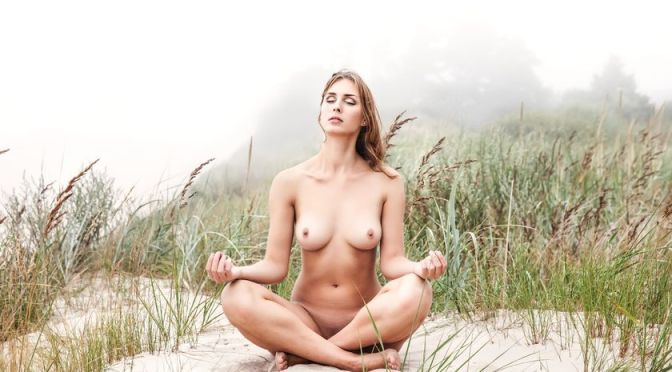 Confira os benefícios da yoga naturista