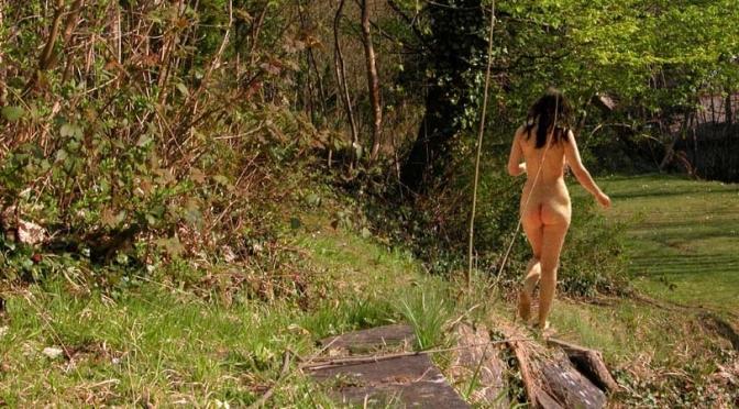 Mercado imobiliário ameaça privacidade de clube naturista na Inglaterra