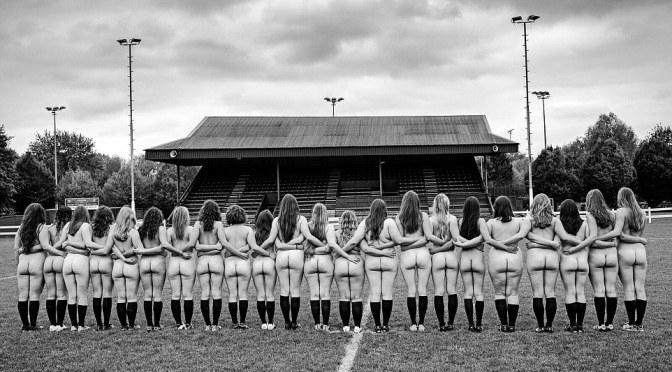 Time feminino de rúgbi de Oxford posam para calendário beneficente