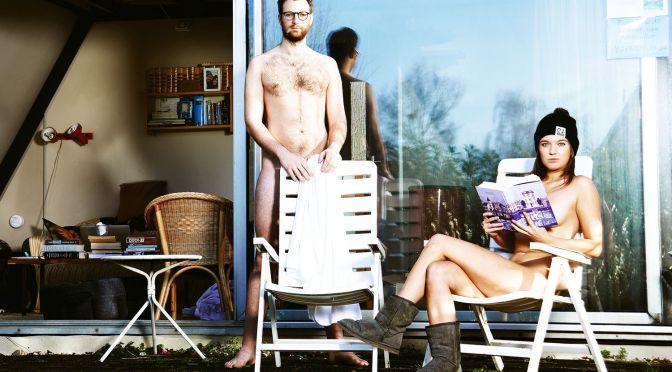 Eles largaram tudo em Londres para viver numa colônia naturista na Holanda