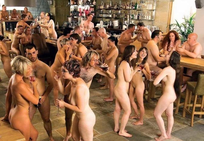 Festa de aniversário nudista é a nova tendência na Argentina